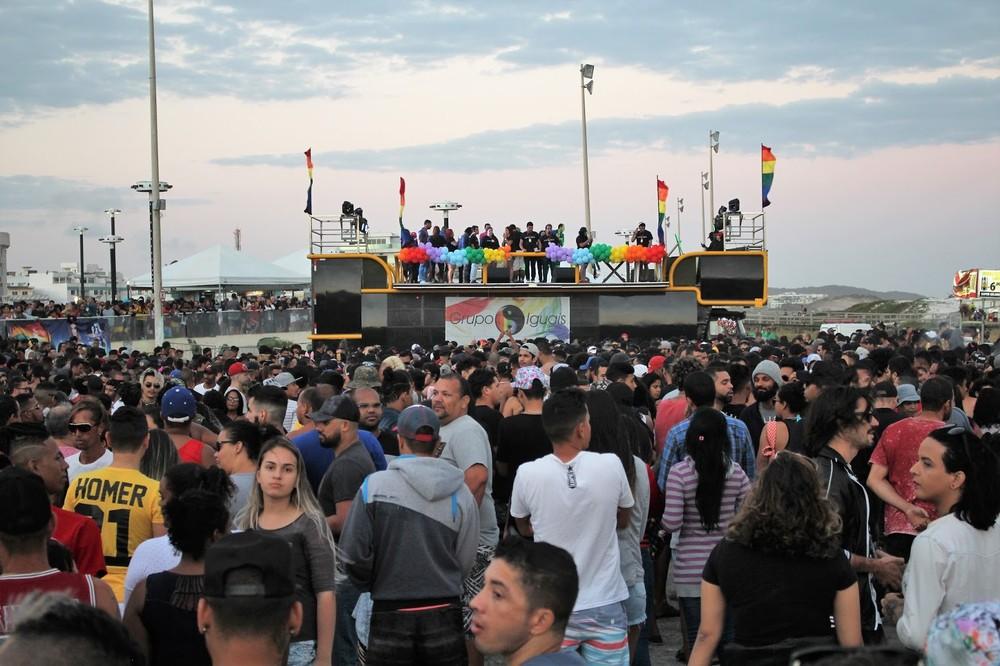 parada do orgulho lgbti+ acontece neste domingo em cabo frio