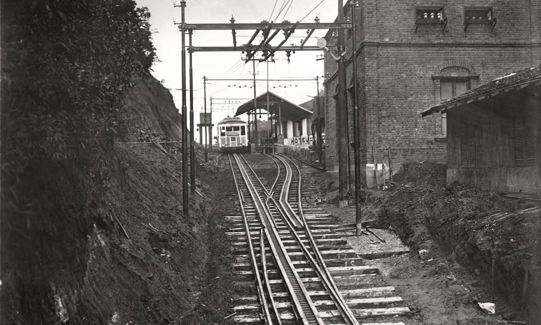 estrada de ferro do corcovado celebra 135 anos com exposição