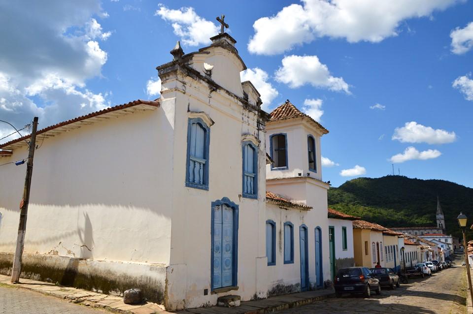 conheça as igrejas do centro histórico de goiás-go