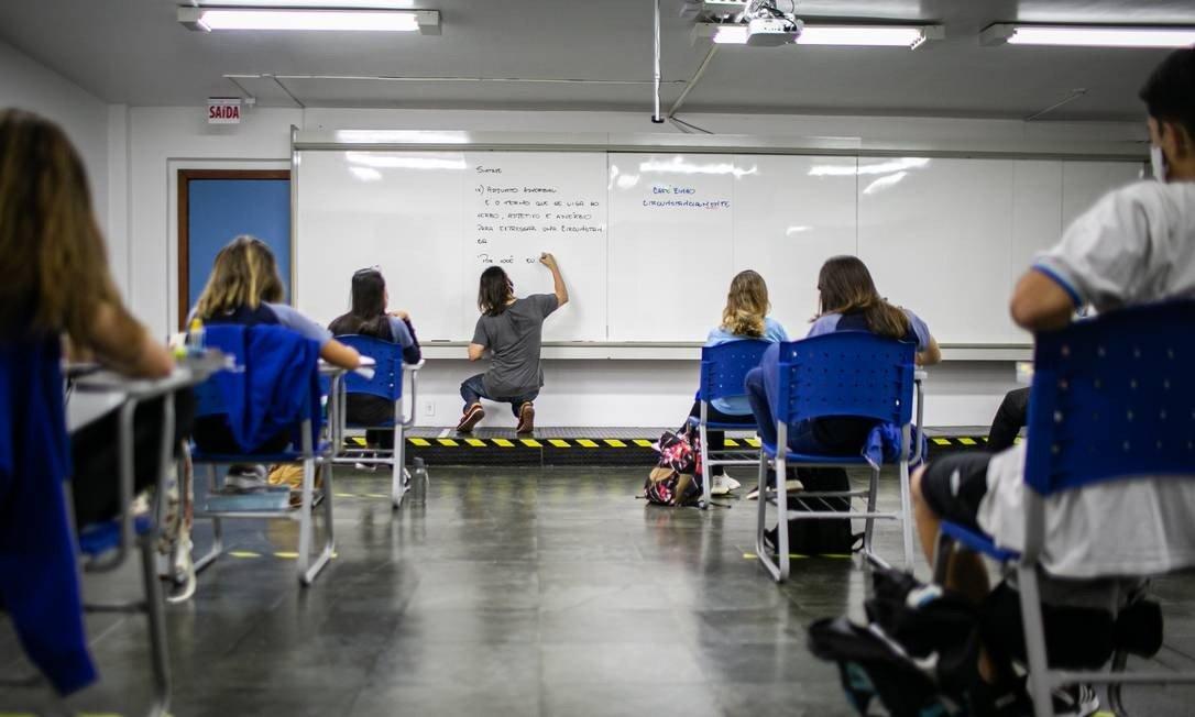 2º ano do ensino médio de niterói retomam aulas presenciais