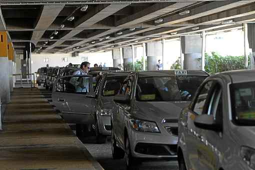 detran-df multa mais de mil condutores nos arredores do aeroporto
